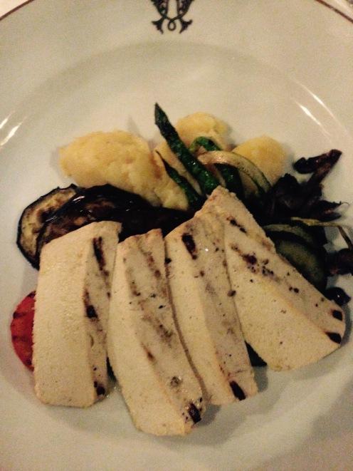 Tofu et légumes grillés avec purée à la truffe