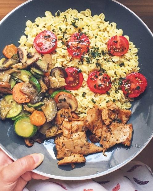 Pâtes basilic, légumes, et aiguillettes de soja