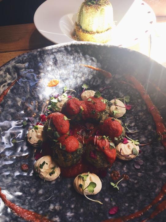 Boulettes épinards à la ricotta vegan et sauce tomates