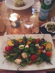 Légumes variés (succulents) et sauce à l'avocat chaud