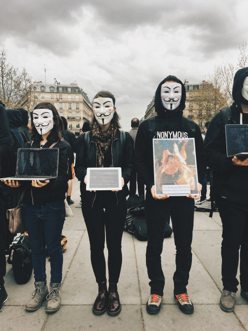 Cube of Truth organisé par Anonymous for the Voiceless
