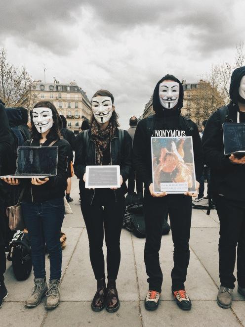 Cube of Truth organisé par Anonymous for the Voiceless